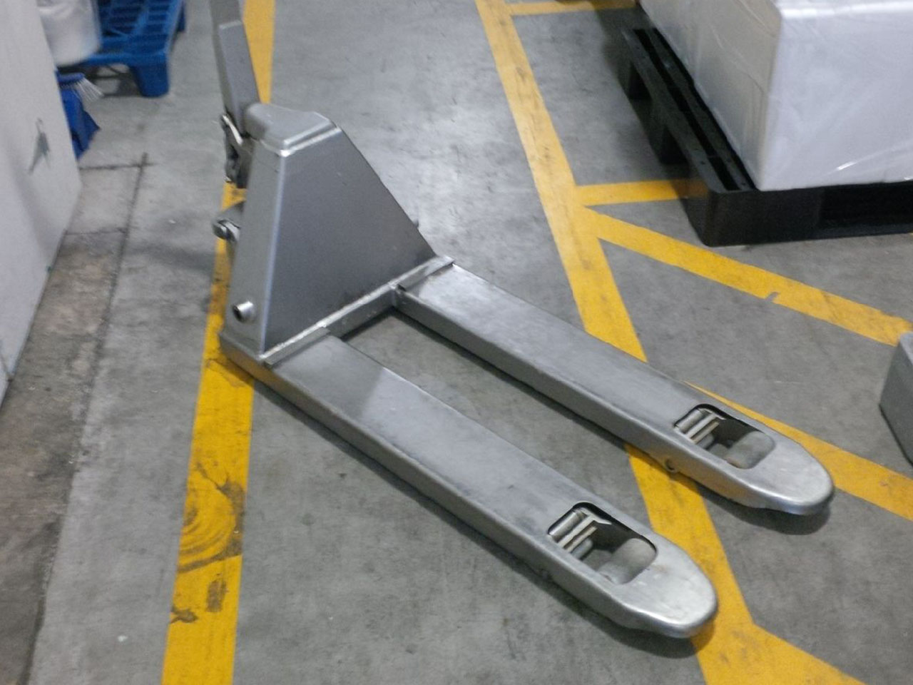 Stainless Steel and Galvanised Pallet Jacks logo