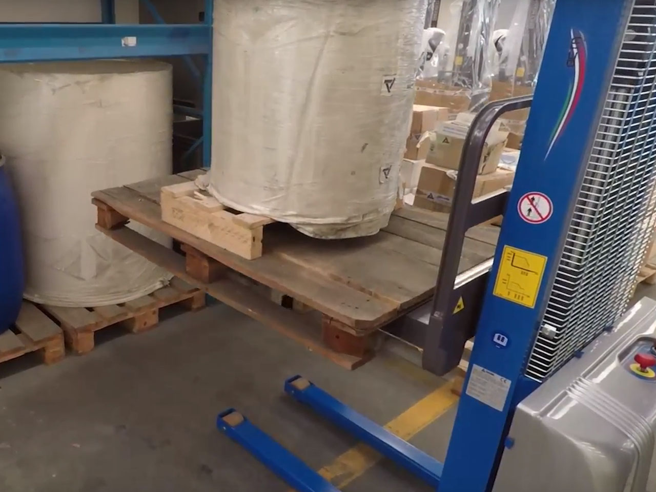 Pallet Stackers - The Forklift Alternative