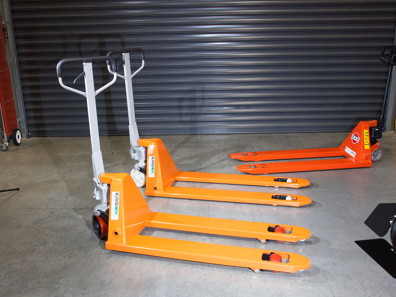 5 Pallet Jacks that will increase your productivity logo